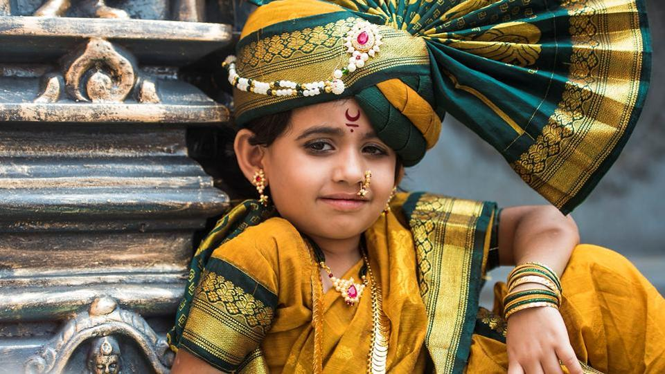 A young girl shows off her navari at the Girgaum rally. (Pratik Chorge/HT Photo)
