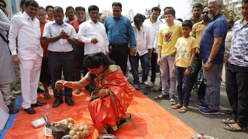 Ground laying ceremony of the road from Kumar Sublime to Shoba Garnet Society in Kondhwa was held on Sunday.
