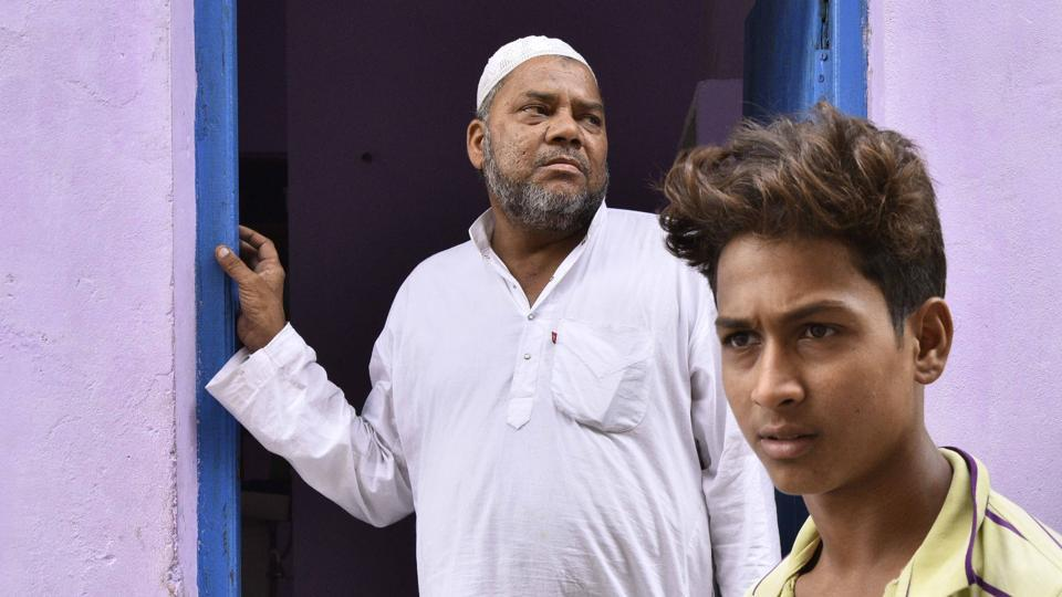 The Supreme Court today sought the Centre's response on a plea seeking a CBI probe into the Ballabhgarh, Haryana mob lynching case in which 17-year-old Junaid Khan was stabbed to death on a train in June last year. Junaid's father Jalaluddin, through his counsel, had filed the petition on October 26 last year in the High Court, seeking a probe by an independent agency like CBI. (Arun Sharma / HT Archive)