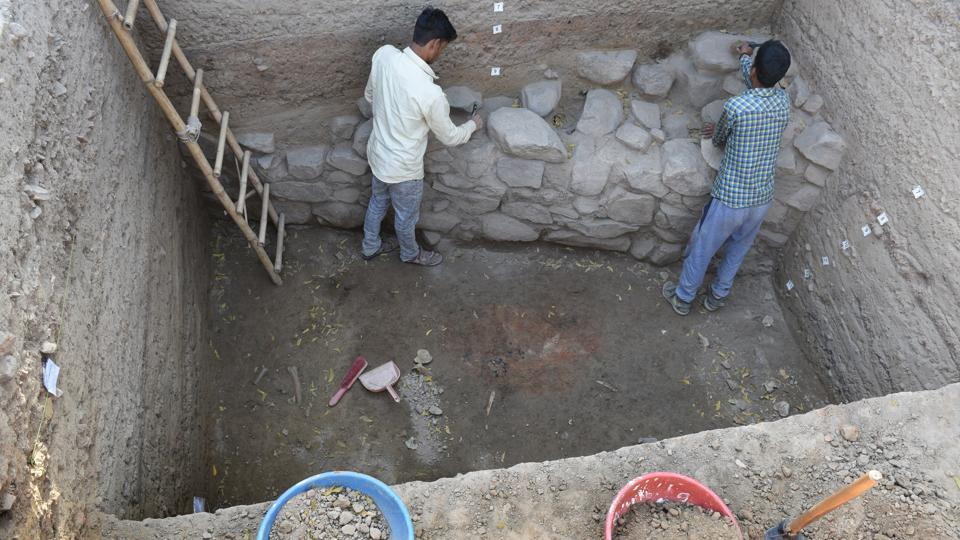 Previous digs in the 1970s and 2013-14 reached as far back as the Mauryan Era – 4th to 2nd century BCE. The ongoing excavations this year have uncovered a layer of simple grey ware and simple red ware, below the layer of Mauryan-era artefacts, which shows the presence of a pre-Mauryan settlement here at the time of the 16 Mahajanapadas or kingdoms. (Arvind Yadav / HT Photo)