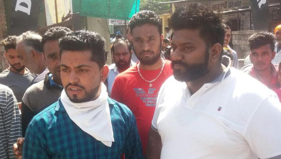 Financier Sukhwinderpal Singh (blue shirt), who was caught by borrowers in Hoshiarpur on Monday.
