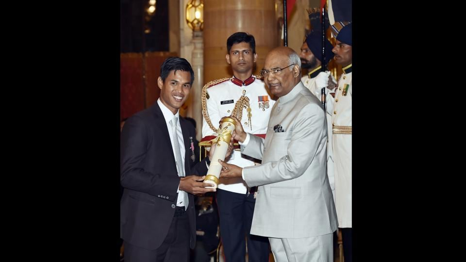 Tennis player Somdev Kishore Devvarman who became the only collegiate player to have made three consecutive finals at the National Collegiate Athletic Association receives Padma Shri award, India's fourth highest civilian honour. The other sportspersons who received the Padma Shri were weightlifter Saikhom Mirabai Chanu and paralympian Murlikant Petkar. (Ajay Aggarwal / HT Photo)