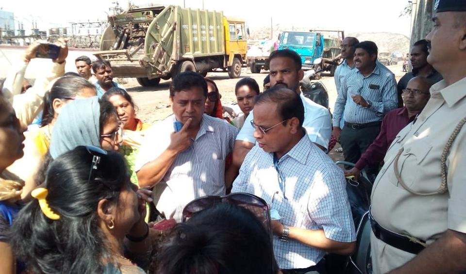 Kalyan Dombivli Municipal Corporation's (KDMC) new chief Govind Bodke visited the dumping ground and met residents on Wednesday morning.