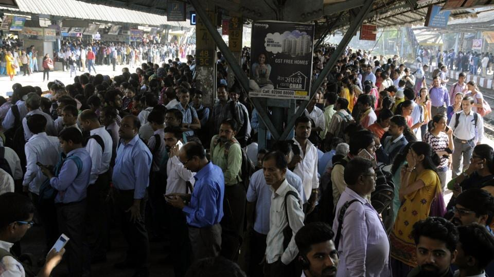 Stranded commuters at Dombivli.