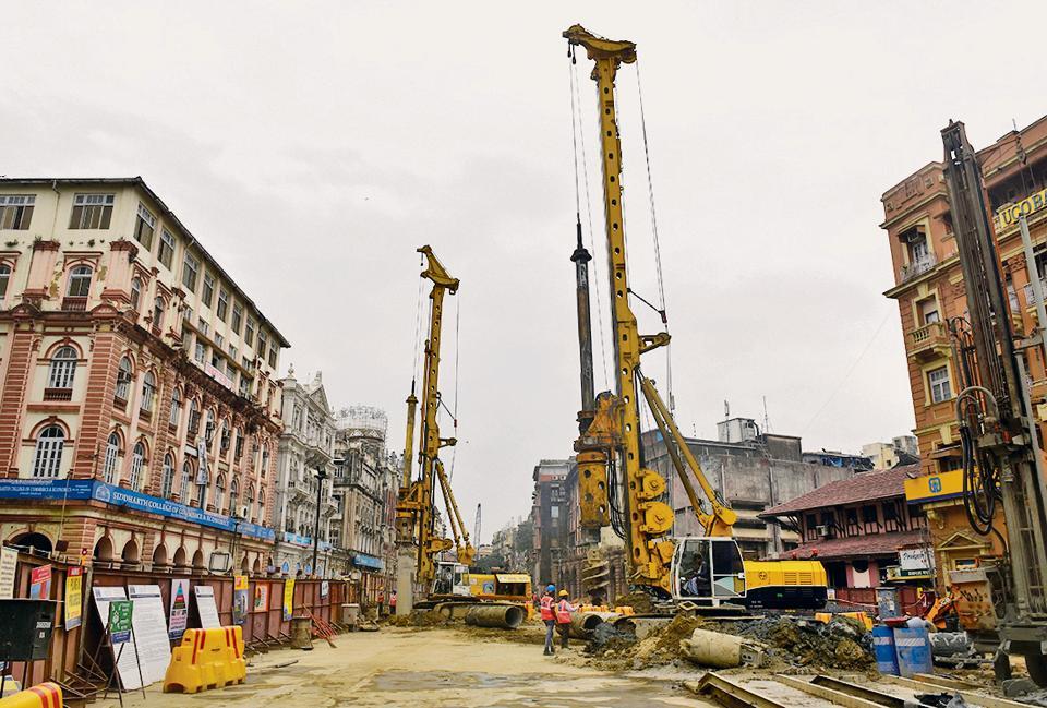 Construction work for Metro-w (Bandra-Colaba-Seepz corridor).