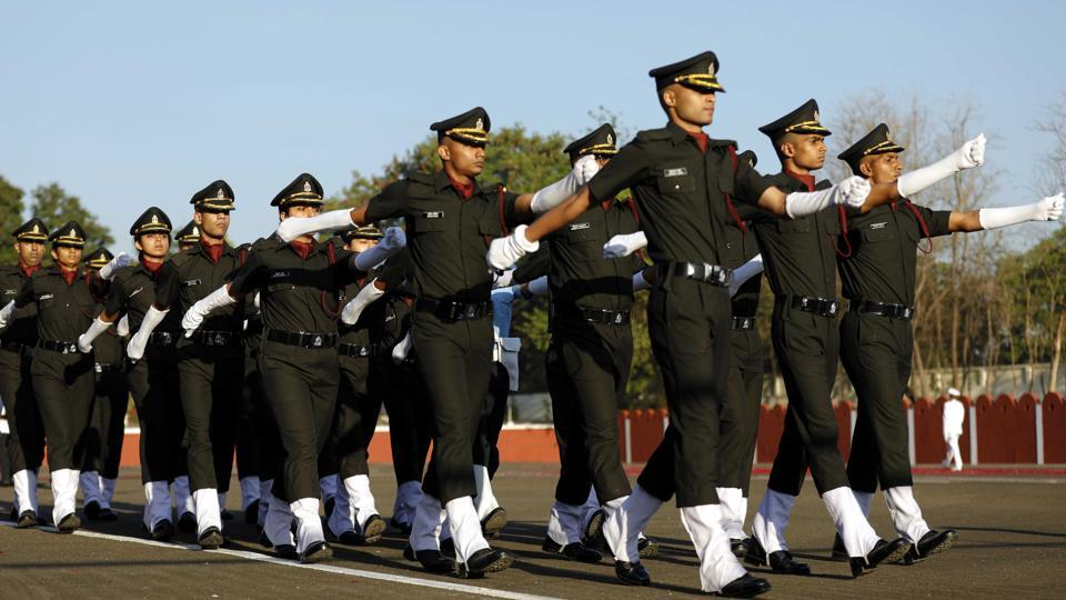 The solemn ceremony which witnessed a praiseworthy standard of drill, marked the transition of young medical graduates into soldier doctors. (Rahul Raut/HT PHOTO)