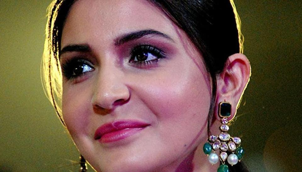 Anushka Sharma,Priyanka Chopra,most influential star online