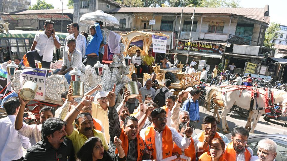 Members of Sambhaji Brigade protest against the new proposed parking policy. (Pratham Gokhale/HT Photo)