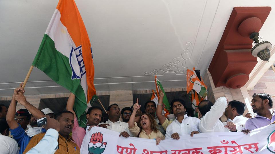 Members of Youth Congress protest against the new proposed parking policy. (Pratham Gokhale/HT Photo)