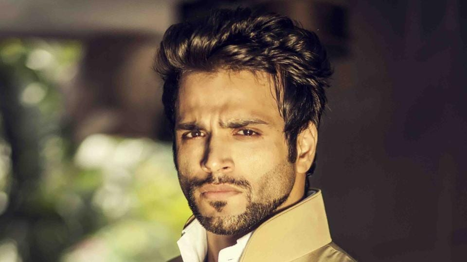Rithvik Dhanjani is keen on teaming up with his girlfriend, actor Asha Negi.