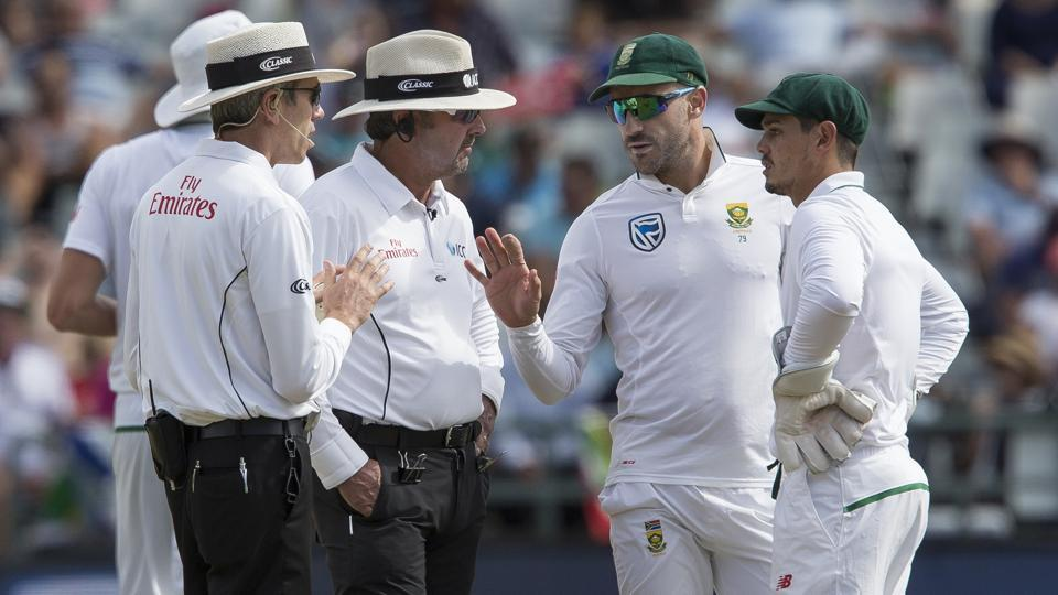 Faf du Plessis' amusing reaction provides comic relief amidst ball-tampering row