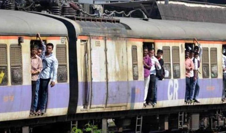 All trains heading towards Chhatrapati Shivaji Maharaj Terminus were running 10 minutes behind schedule till 10.30am.