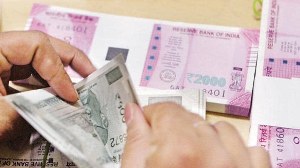 The central government has budgeted gross G-sec borrowing of about Rs 605,539 crore for FY19.
