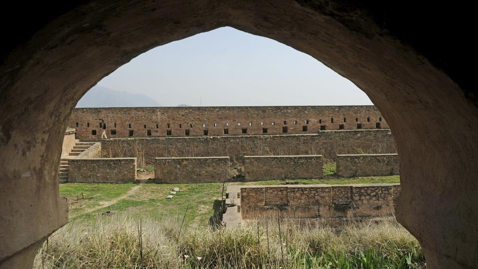 The fort houses four huge towers, two ponds and lawns. Plans for highlighting the location as a tourist site have called for a light and sound show at its grounds. (Waseem Andrabi / HT Photo)