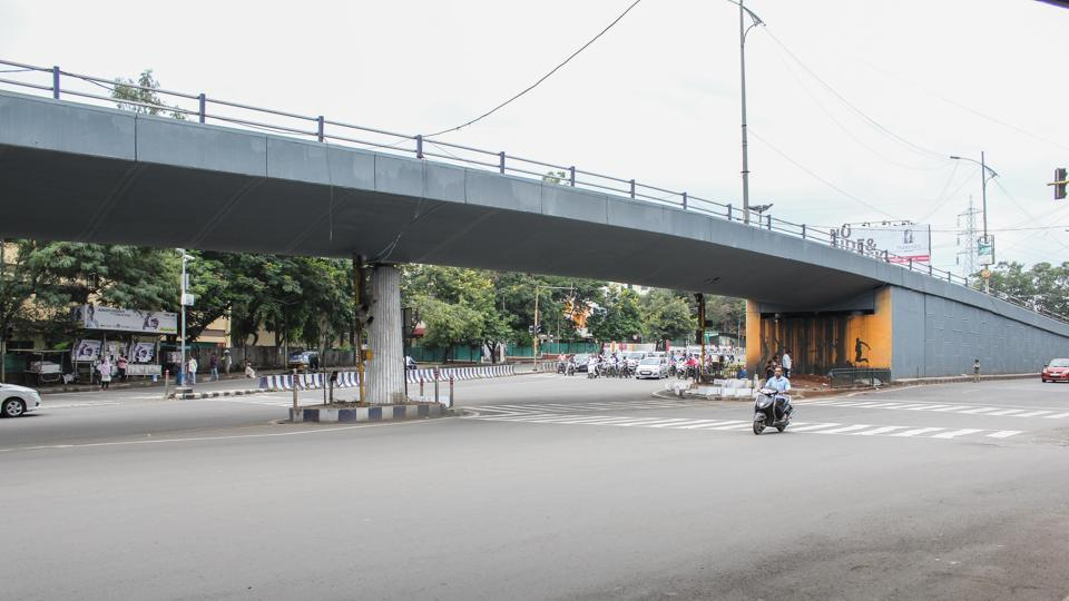 The 250-crore project has three proposed bridges — a vehicular flyover, a separate flyover for high capacity mass transit route (HCMTR) and Hinjewadi-Shivajinagar Metro corridor.Two flyovers will streamline the vehicular movement on university road and Senapati Bapat road towards Aundh, Baner and Pashan.