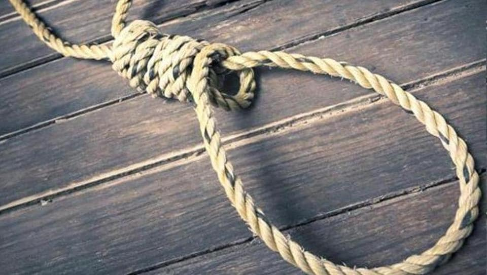 Uttar Pradesh,8-year-old hangs herself,TV show