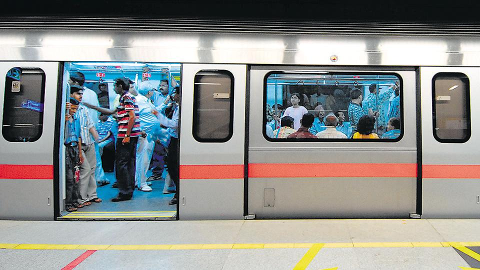 Delhi Police's metro unit on Wednesday announced the arrest of a gang of four members involved in the theft of overhead cables on Delhi Metro's Magenta Line.