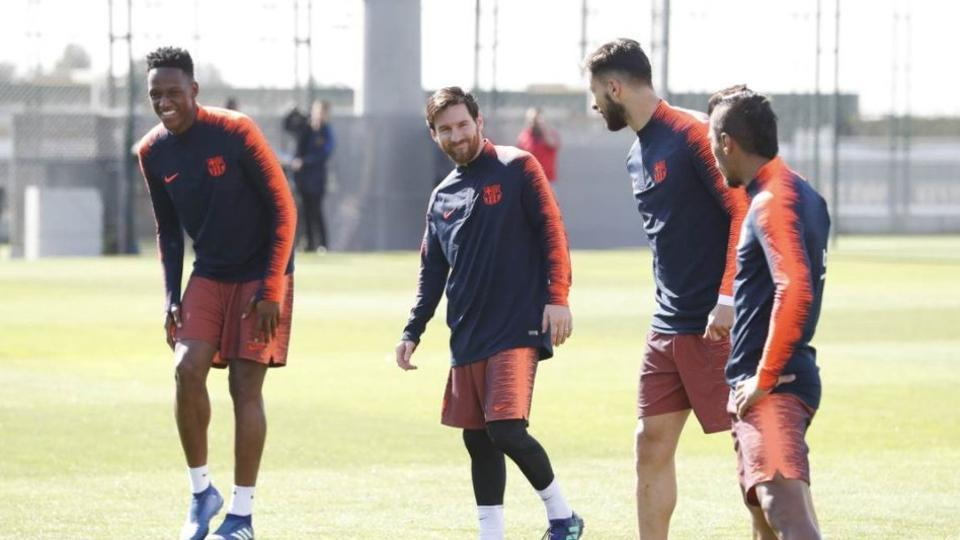 Lionel Messi (R) had been feeling pain in his hamstring.
