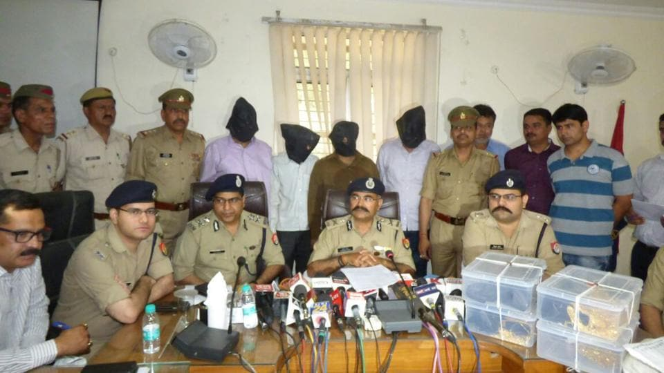 Gold heist,Delhi Police,Assistant sub-inspector