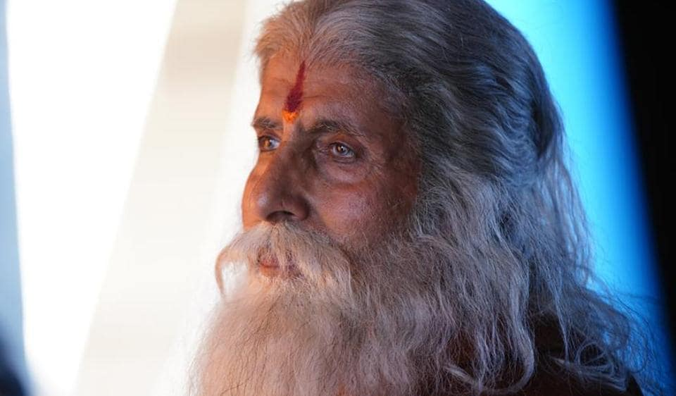Amitabh Bachchan dons the avatar of an old man for Chiranjeevi's Sye Raa Narasimha Reddy.