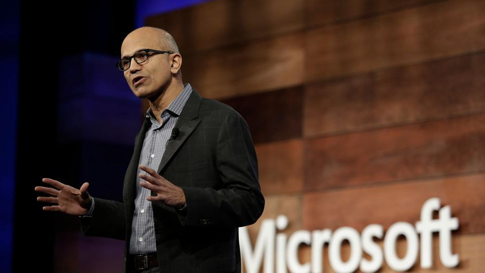 Microsoft shakes up ranks to shoot for the cloud