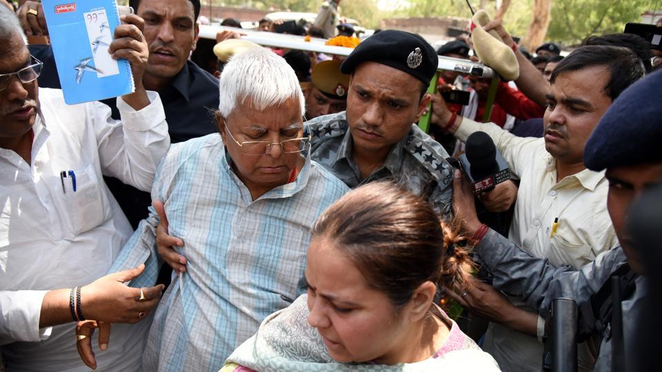 Former Bihar Chief Minister and RJD leader Lalu Prasad Yadav and daughter Misa Bharti seen at New Delhi railway station on the former's arrival for treatment at Delhi's All India Institutes of Medical Sciences (AIIMS). (Sonu Mehta / HT Photo)