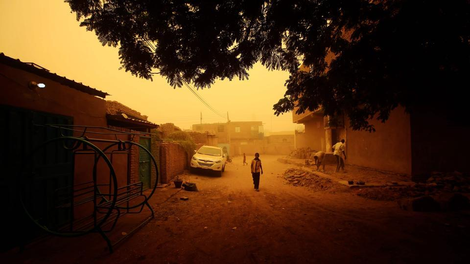 A thick sandstorm engulfed the Sudanese capital of Khartoum, forcing authorities to cancel flights and shut schools in Khartoum and other nearby towns. (Ashraf Shazly / AFP)