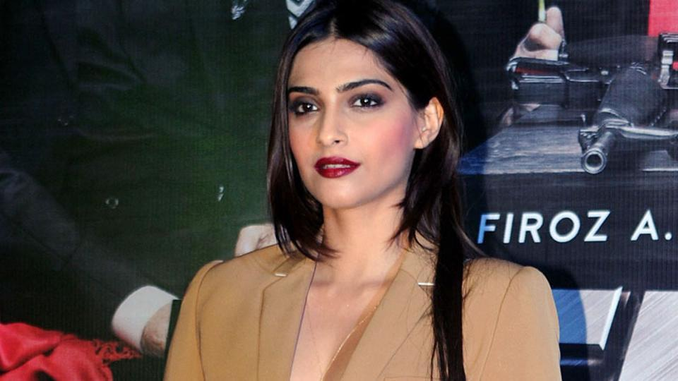 Sonam Kapoor raised the temperature with her style at Welcome Back's promotional event. (AFP Photo)