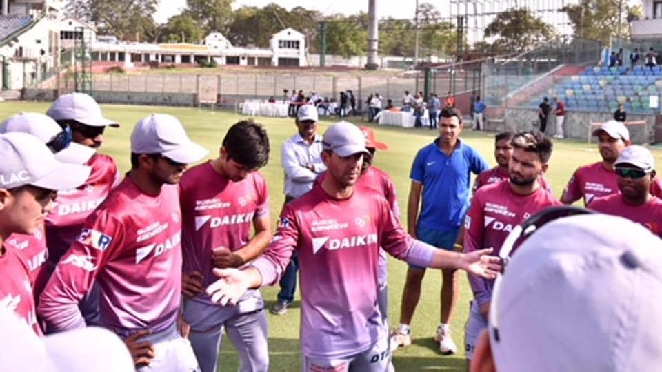 Delhi Daredevils coach Ricky Ponting speaks to players during a training session in the national capital. (HT photo)