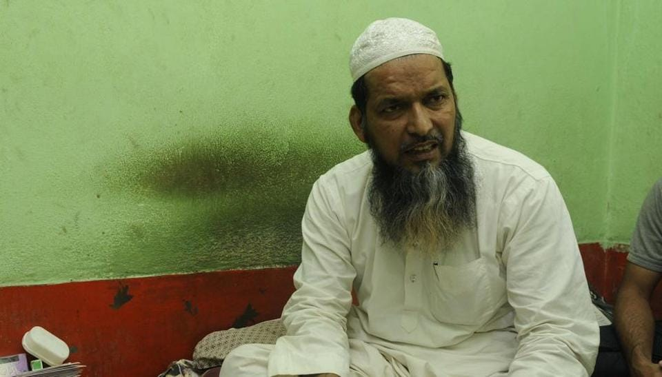 Moulana Imdadul Rashidi, Imam of Noorani Masjid, has made headlines by emerging as a messenger of peace in Asansol. His 16-year-old son, Sibtullah, died in riots.