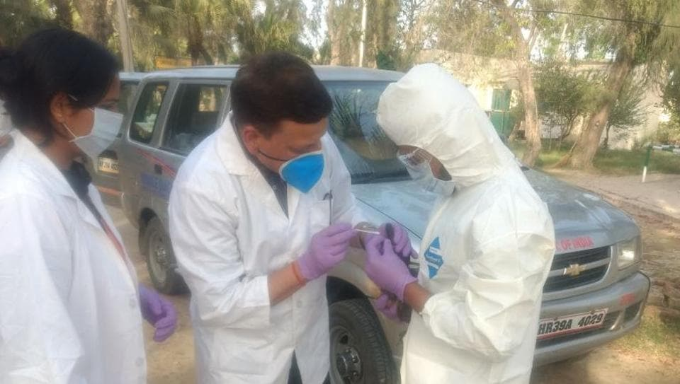 Doctors collect swabs from birds at the Bhindawas bird sanctuary in Jhajjar, one of the two places in Haryana from where samples will be collected over three years for surveillance of AI virus.