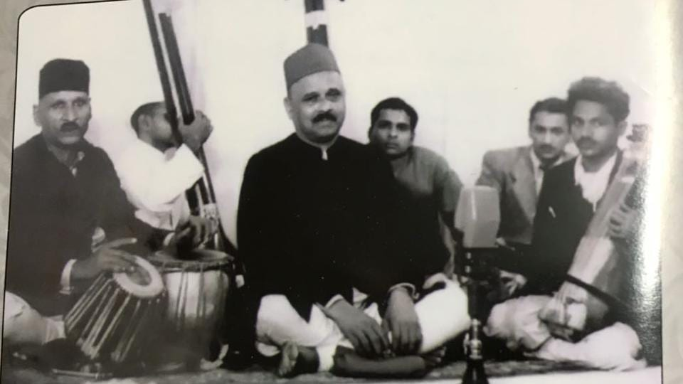 Pandit Vinayak Rao Patvardhan rendering a vocal recital, with Ustad Ahmad Jan Thiraka on tabla, in 1949.