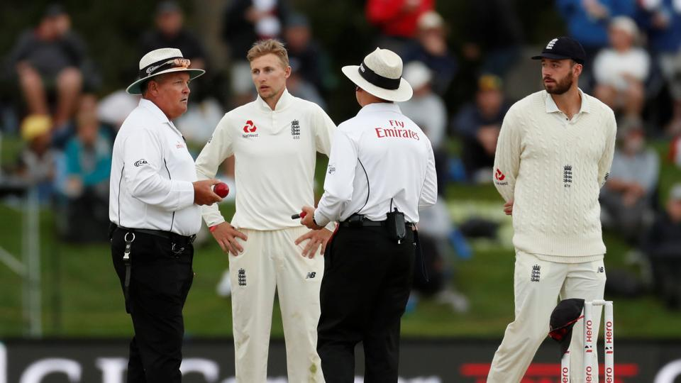Bad light was England's worst enemy as New Zealand were 42/0 at stumps on day four of the second Test in Christchurch, requiring another 340 runs to win.