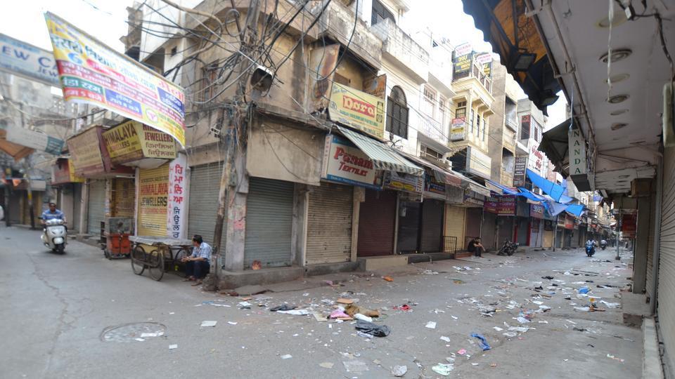 Markets in Jalandhar were deserted on Monday.  (Pardeep Pandit/HT )