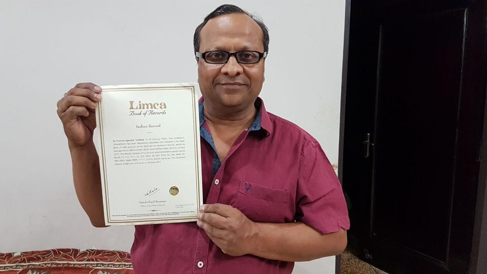 Pramod Kumar Aggarwal with the certificate issued by the office of Limca Book of Records.