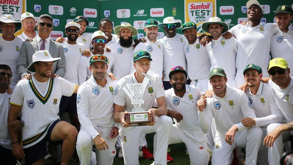 South Africa's Morne Morkel celebrates with the trophy and team mates after winning the four-match Test series against Australia in Johannesburg on Tuesday. (REUTERS)