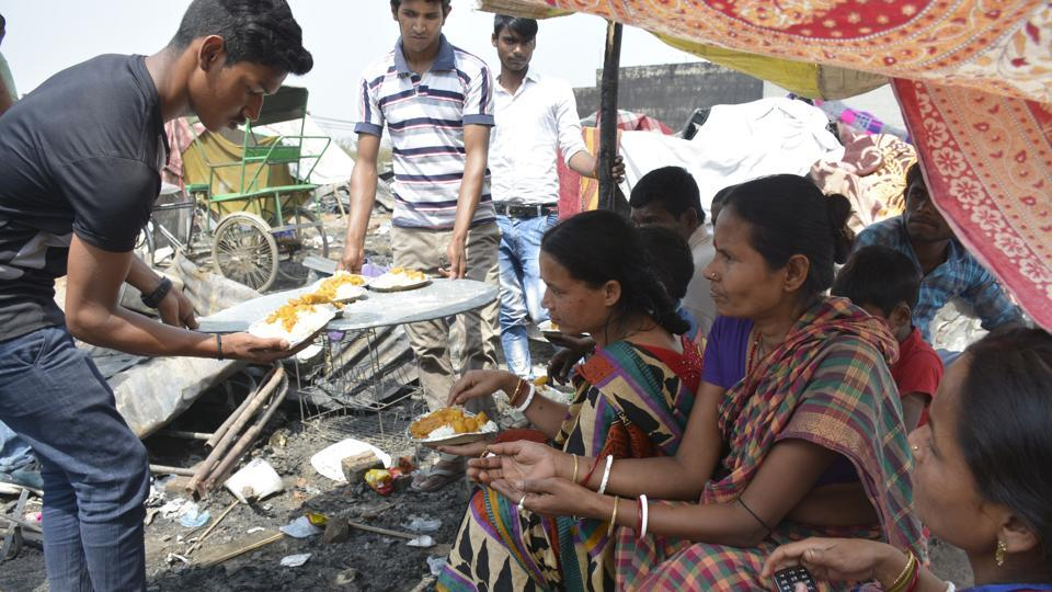 Residents' associations, NGOs, hospitals and even the Ghaziabad police arrived to help the families that were affected by a fire in Kanawani on Wednesday.