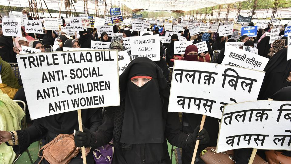 Thousands of Muslim women gathered on Wednesday afternoon and held a silent protest against triple talaq bill passed by Lok Sabha at Ramlila Ground in New Delhi. (Raj K Raj / HT Photo)