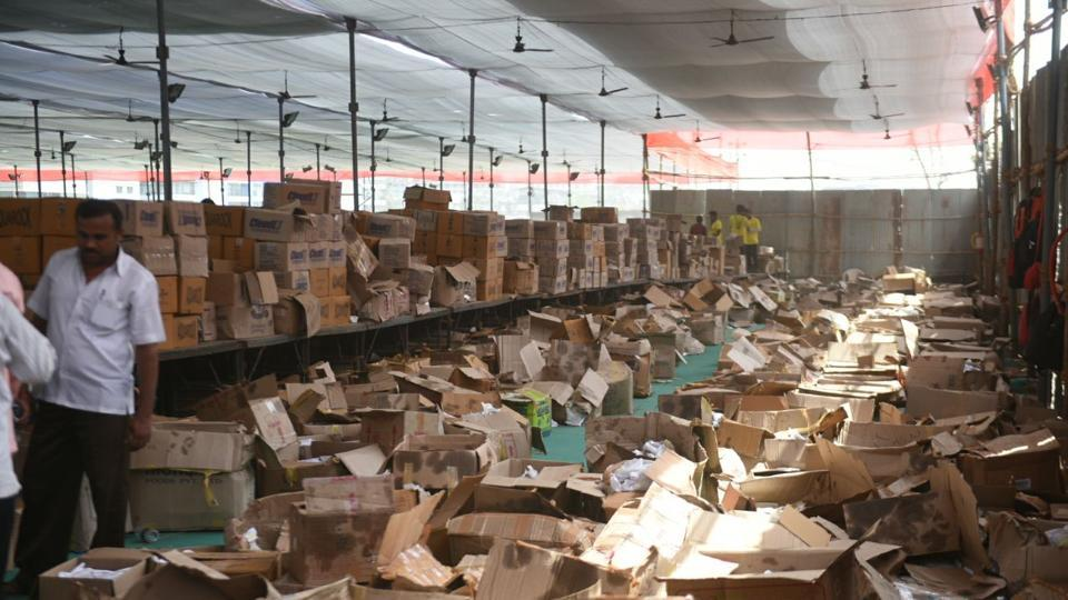 Heaps of cardboard boxes lie near the free food stall at the venue. (satyabrata tripathy/htphoto)