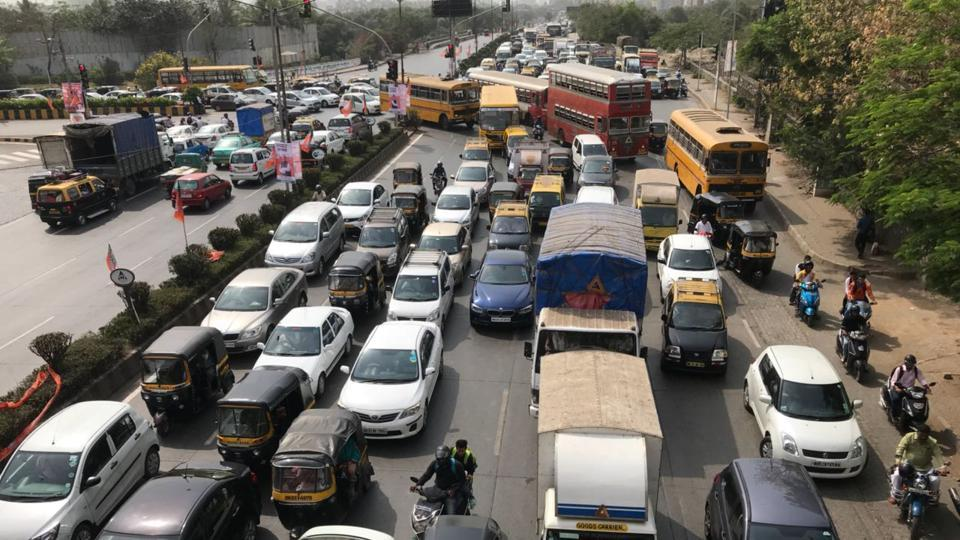 With workers arriving in hoards, the Western Express highway and BKC experienced heavy traffic snarls. (Bhushan Koyande/HT Photo)