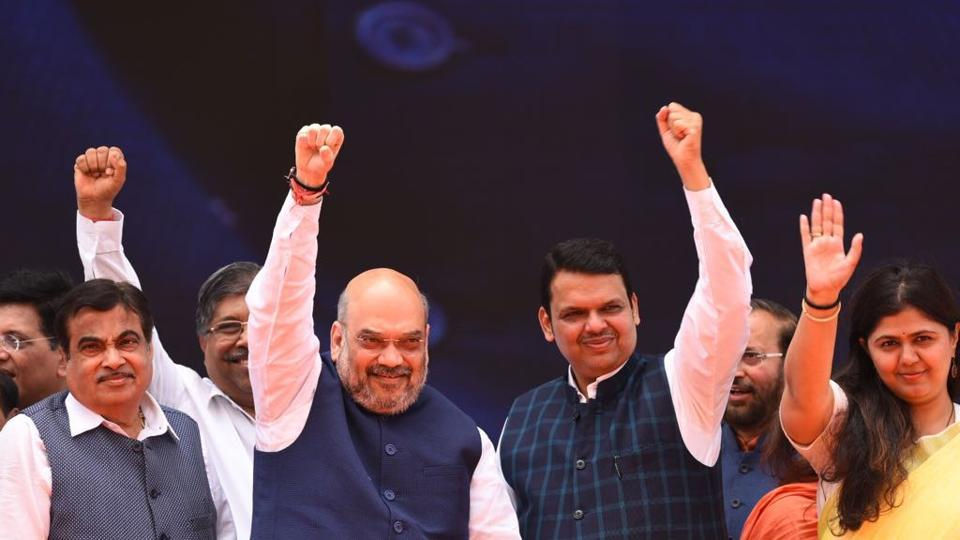BJP leaders (L-R) Nitin Gadkar, Amit Shah, CM Devendra Fadnavis and Pankaja Mundhe wave to their supporters. (Satish Bate/ht photo)