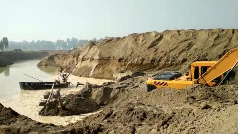 Of 110 contractors who have bid for quarries in the last two auctions, just 50 have paid the earnest money totaling to Rs 130 crore against windfall of Rs 1,100 crore that the mining department had projected.