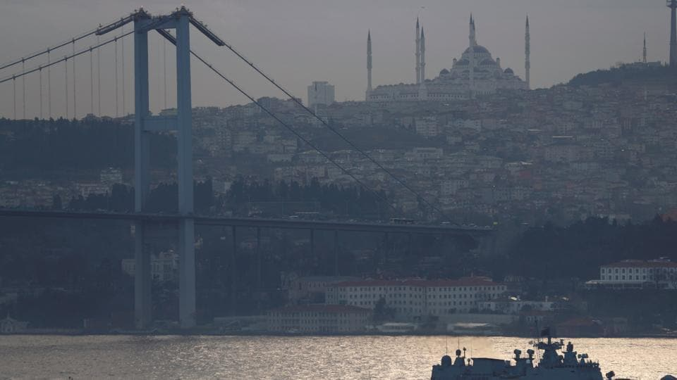 Bosphorus,Istanbul,Tanker collides into mansion