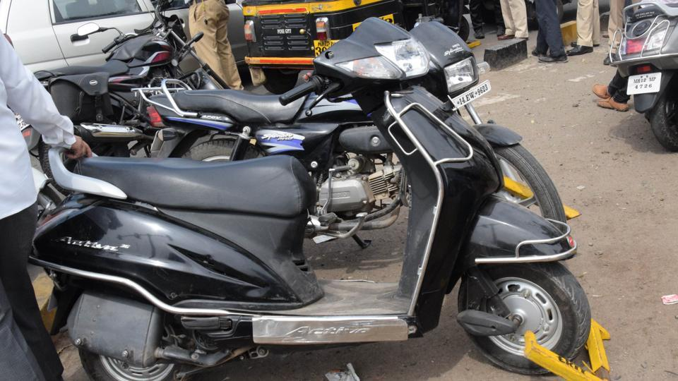 Bike thieves' caught by Pune police | pune news | Hindustan Times