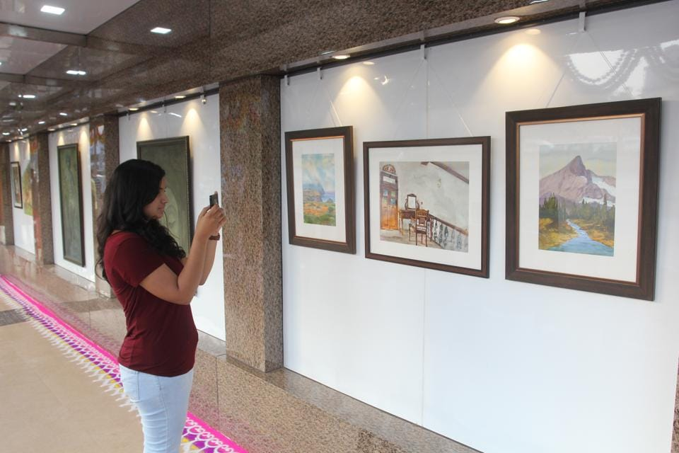 The gallery is adjacent to Singhania School, Pokhran Road number 1