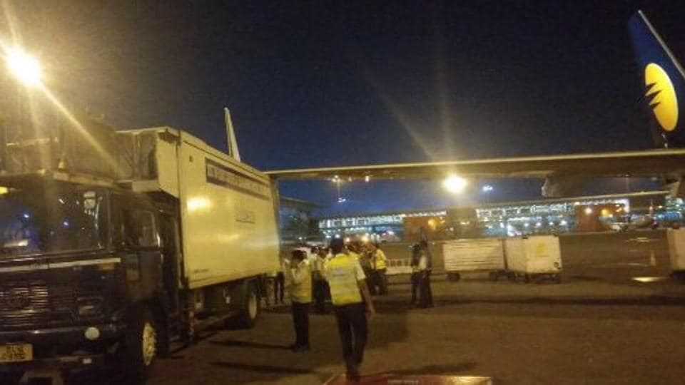 Jet Airways plane hits catering van at IGI airport