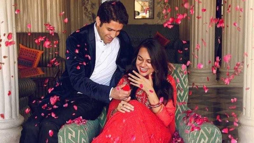 Delhi's 2015 topper Tina Dabi tied the knot with Athar Amir-ul-Shafi in Anantnag district in Jammu and Kashmir.