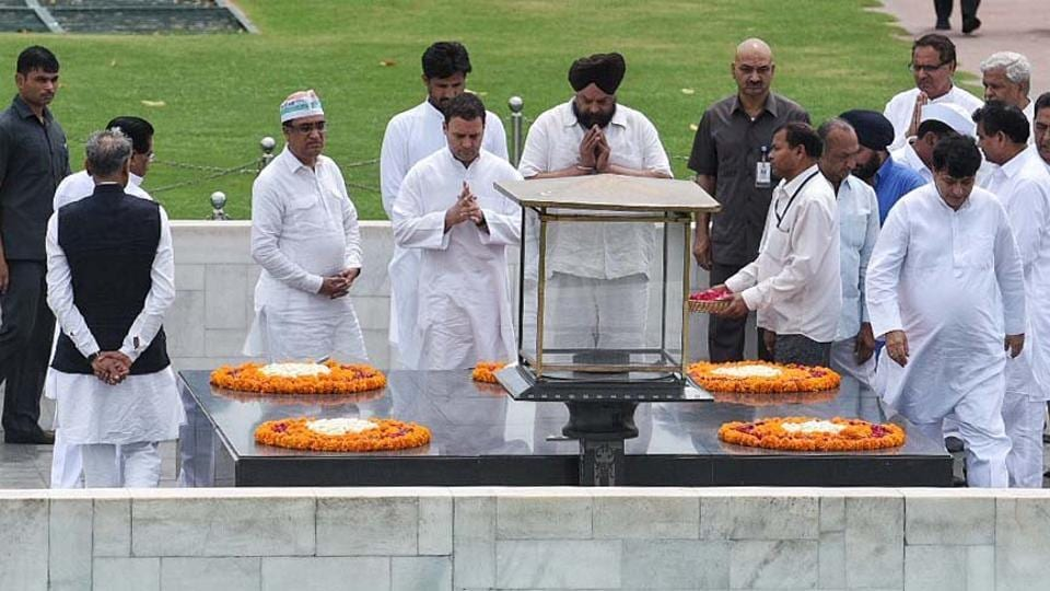 Congress president Rahul Gandhi, accompanied by Delhi Congress chief Ajay Maken and party workers, began a day-long fast at Raj Ghat to expose BJP's 'lies' and to 'promote communal harmony'. The fast is also to protest clashes during the April 02, 2018 Dalit protests. Congress workers are also observing a fast at all state and district headquarters. (Raj K Raj / HT Photo)