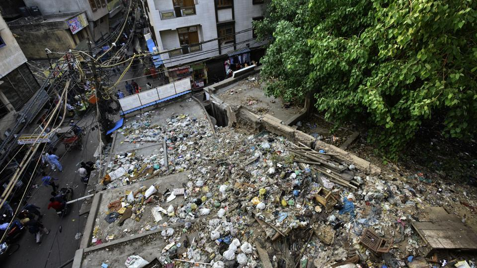 Continuous dumping of trash and the uncontrolled growth of Peepal trees has rendered a structure that once served as a venue for Jawaharlal Nehru's marriage to Kamala in 1916, resembling a heap of rubble encased by dilapidated walls. (Anushree Fadnavis / HT Photo)