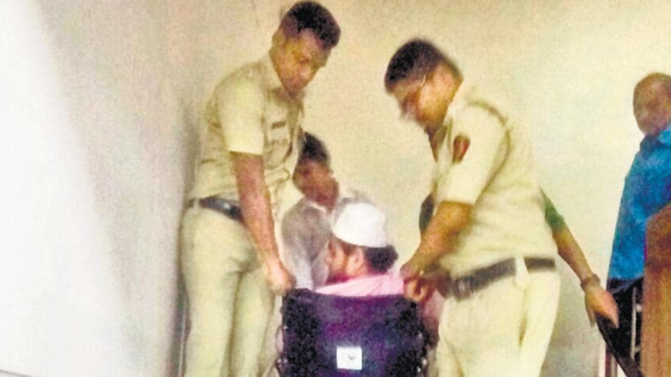 After being made to wait for hours, the wheelchair-bound social workers were lifted by cops to reach the first floor of the commissionerate  office to meet up with city's top cop Rashmi Shukla.